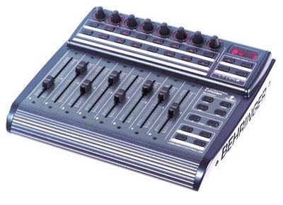 Behringer BCF2000 un controller MIDI/USB dalle dimensioni compatte