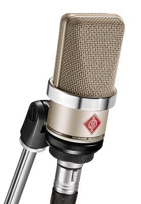 Neumann TLM 102 un microfono dal suono opaco
