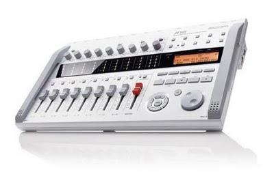 Zoom R16 un registratore multitraccia a 8 canali