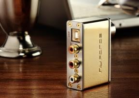 NuForce uDAC-2 Gold Edition, un convertitore audio digitale per gli utenti raffinati
