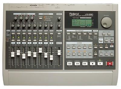 Roland VS-880 un vecchio multitraccia utile per i negati del computer